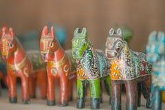 India, Rajasthan Cavalos de madeira velhos - brinquedos para crianças Fotografia de Stock