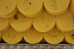 Indiańscy cukierki Szafranowy Peda lub Pedha Obraz Stock