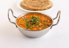 Indiańscy Jarscy Karmowi grochy i Marchwiany curry w Stalowym Wok Zdjęcie Stock