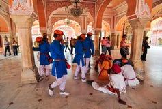 Indiańscy ludzie wizyty Agra fortu Fotografia Royalty Free