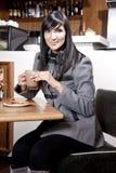 Indiańska Biznesowa kobieta przy coffeeshop Obraz Royalty Free