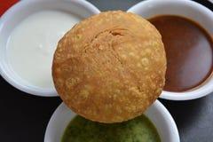 Indiański kachori z chutneys Obrazy Stock