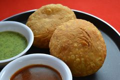 Indiański tradycyjny kachori z chutneys Zdjęcia Stock