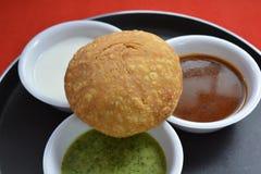 Indiański tradycyjny kachori z chutneys Fotografia Stock