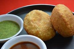 Indiański tradycyjny kachori z chutneys Obrazy Stock