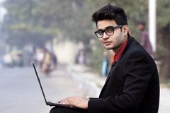 Indiańskiego samiec modela pracownika korporacyjny spojrzenie Zdjęcie Stock