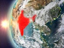 India tijdens zonsondergang van ruimte Stock Fotografie