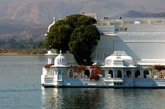 India, Udaipur: lake palace Stock Image