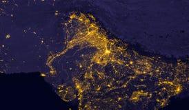 India zaświeca podczas nocy jako ono patrzeje jak przestrzeń od Elementy ten wizerunek meblują NASA zdjęcia royalty free