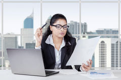 Indian businesswoman holding paperwork Royalty Free Stock Photos