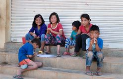 Indian children play on the steps of the house in Bangalore Stock Photography