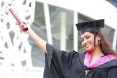 Indian em um vestido da graduação imagem de stock