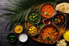 Free Indian Food Curry Butter Chicken, Palak Paneer, Chiken Tikka, Biryani, Vegetable Curry, Papad, Dal, Palak Sabji, Jira Alu Stock Images - 138550014