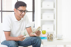 Indian guy counting money Royalty Free Stock Photography