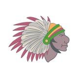 Indian i en huvudbonad av fjädrar Royaltyfri Bild