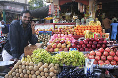 Indian man selling fruits at the market, Bundi, India Stock Images