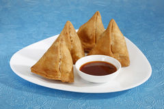 Indian Snacks Samosa with Chutney Royalty Free Stock Photography