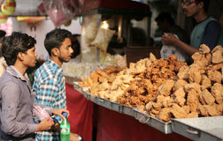 Indian street food vendor sell popular samosas on a busy road Stock Photos