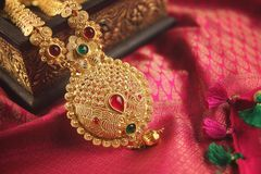 Free Indian Traditional Gold Necklace With Gemstones Stock Photo - 130346540