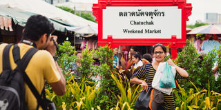 Indian travelers at Chatuchak market in Bangkok Royalty Free Stock Photos