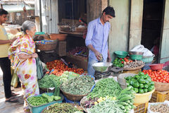 Indian vendors and customers in the Devaraja vegetable market Royalty Free Stock Photos