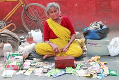 Indian woman in bright clothes sells something Royalty Free Stock Photos