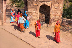 Indian women in colorful saris walking trhough the gate at Ranth Royalty Free Stock Photos