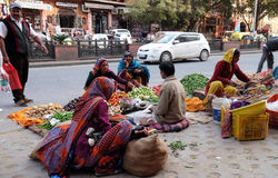 Indian women sell fruit and vegetables by the side of the road in Jaipur Stock Photo