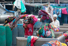 Indian workers washing clothes at Dhobi Ghat in downtown of Mumb Royalty Free Stock Photos