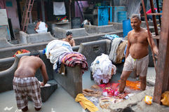 Indian workers washing clothes at Dhobi Ghat in Mumbai, India Royalty Free Stock Images