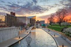 Indiana State Museum bei Sonnenuntergang Stockbilder
