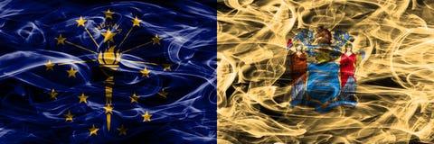 Indiana vs Nowa obok - strona - dżersejowe kolorowe flagi umieszczająca pojęcie dymu strona - obrazy stock