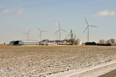 Indiana-Wind-Turbine über dem Familienbauernhof Stockbilder