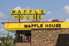Indianapolis - cerca do agosto de 2017: Exterior e logotipo da casa do sul icónica II do waffle da corrente de restaurante Foto de Stock