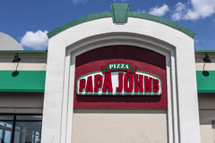 Indianapolis - cerca do agosto de 2017: Restaurante para viagem VI da pizza do ` s de Papa John Fotografia de Stock Royalty Free