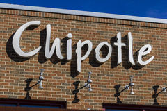 Indianapolis - cerca do fevereiro de 2017: Restaurante mexicano da grade do Chipotle O Chipotle é uma corrente de restaurantes de Imagens de Stock
