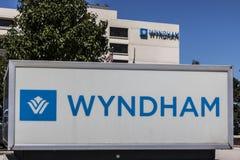 Indianapolis - cerca do julho de 2017: Propriedade II do aeroporto de Wyndham Hotels e dos recursos imagens de stock royalty free