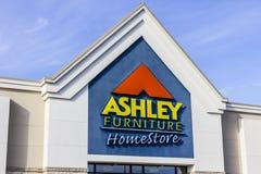 Indianapolis - cerca do novembro de 2016: Ashley Furniture Homestore Retail Location II foto de stock royalty free