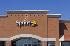 Indianapolis - cerca do novembro de 2015: Loja sem fio varejo da sprint A sprint é um fornecedor de planos, de telefones celulare Imagem de Stock Royalty Free