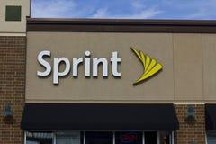 Indianapolis - cerca do novembro de 2015: Loja sem fio varejo da sprint A sprint é um fornecedor de planos sem fio, telefones cel Foto de Stock