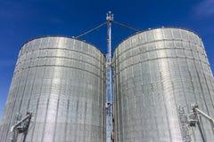 Indianapolis - cerca do outubro de 2017: Pares de Brock Stiffened Grain Bins Brock é uma divisão de CTB, uma empresa de Berkshire Fotografia de Stock