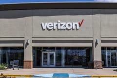 Indianapolis - circa abril de 2017: Ubicación de la venta al por menor de Verizon Wireless Verizon es el U más grande S proveedor Fotos de archivo libres de regalías