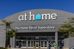 Indianapolis - circa agosto 2016: A casa posizione della catena di negozi A casa si specializza in decorazione domestica I Immagini Stock Libere da Diritti
