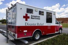 Indianapolis - circa agosto de 2016: Ayuda humanitaria americana Van de la Cruz Roja III Fotografía de archivo