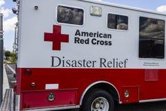 Indianapolis - circa agosto de 2016: Ayuda humanitaria americana Van I de la Cruz Roja Foto de archivo
