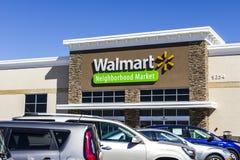 Indianapolis - circa agosto de 2016: Ubicación de la venta al por menor de Walmart Walmart es un Multinational americano Retail C foto de archivo