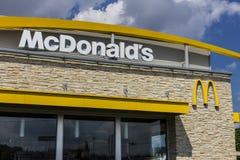 Indianapolis - circa agosto de 2016: Ubicación del restaurante de McDonald's McDonald's es una cadena de los restaurantes de la h Imagenes de archivo