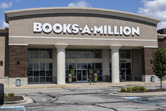 Indianapolis - circa agosto 2017: I libri-Un-milione vendono al dettaglio la posizione del centro commerciale di striscia I libri Fotografia Stock Libera da Diritti