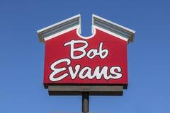 Indianapolis - Circa April 2017: Bob Evans Restaurant Bob Evans verkoopt ook een kleinhandelslijn van voedingsmiddelen III Stock Foto