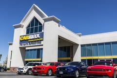Indianapolis - Circa April 2017: Het CarMax Autohandel drijven CarMax is de Grootste gebruiken-Autodetailhandelaar in de V.S. VII Stock Foto